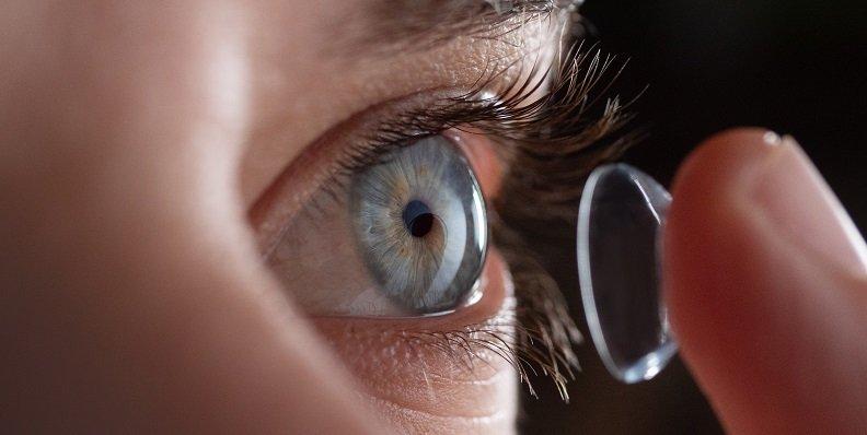 Kontaktlinsen bei Allergien: Geht das?